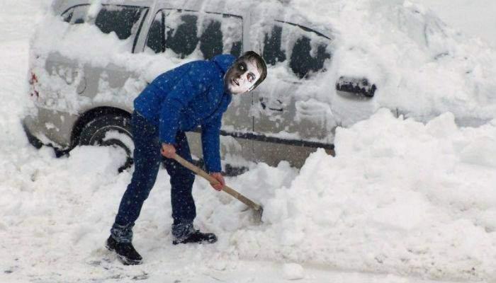 Deszăpezirea cu deţinuţi e nimic. În Teleorman, Dragnea a scos morţii la dat zăpada!