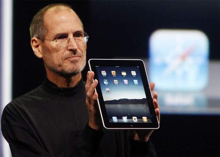 Apple a dat în judecată autorii Bibliei pentru că personajul Iisus îl parodiază pe Steve Jobs
