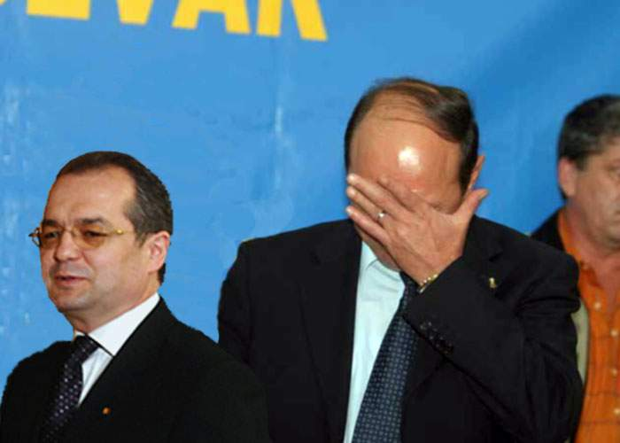 Băsescu: De luni de zile pregătesc un plâns sincer şi spontan pentru demisia lui Boc