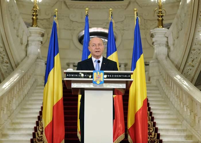 Băsescu: Arafat e un nesimţit, m-a dat jos din elicopter ca să transporte un rănit!