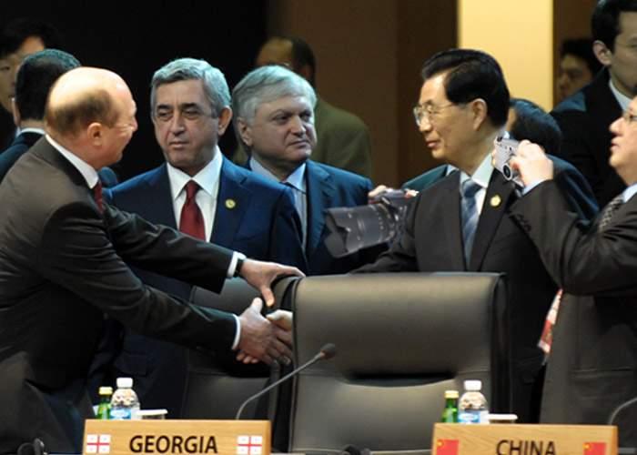 Traian Băsescu, surprins că n-a fost tratat cu sictir la conferinţa de la Seul