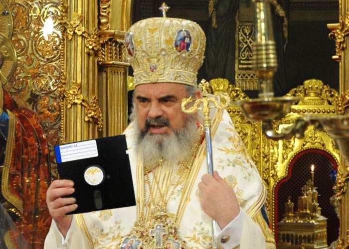 Ca să arate că Biserica ţine pasul cu tehnologia, Patriarhul Daniel şi-a făcut site pe Geocities