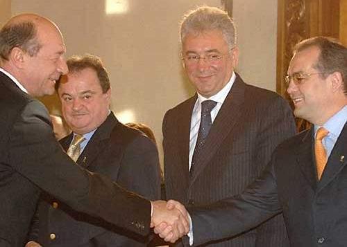 Emil Boc l-a felicitat pe Traian Băsescu pentru noul mandat de președinte PDL
