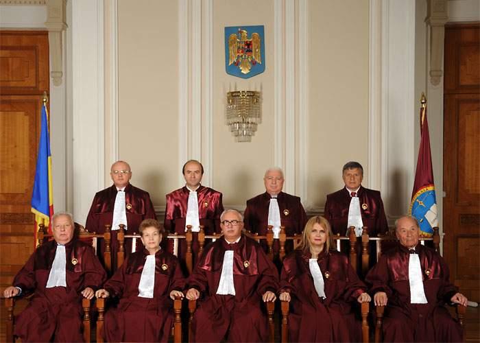 CCR a decis: Între Băsescu şi Crin nu e nicio diferenţă, nu contează care rămâne la Cotroceni