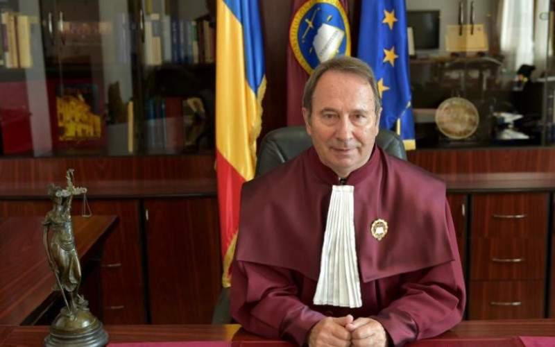 Curtea Constituțională decide azi dacă în starea de urgență mai trebuie lăsat colacul jos