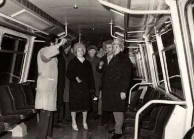 Noi amintiri din Epoca de Aur: Ceauşescu mergea la serviciu cu metroul