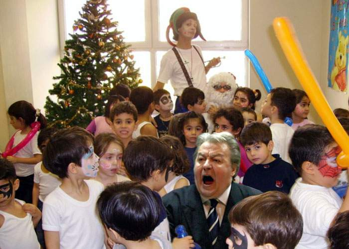 Corneliu Vadim Tudor îşi oferă serviciile pentru a interpreta personaje la petreceri de copii!