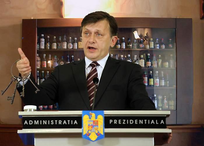 Crin Antonescu, răzbunare cruntă la Cotroceni: a schimbat yala de la dulapul cu băutură!