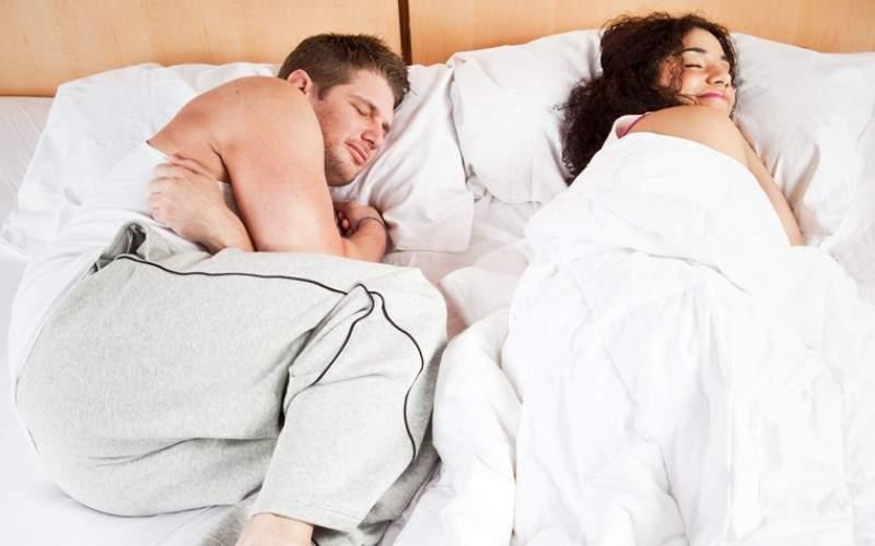 Bărbații s-au săturat să li se tot fure pătura și vor DNA-ul păturilor!