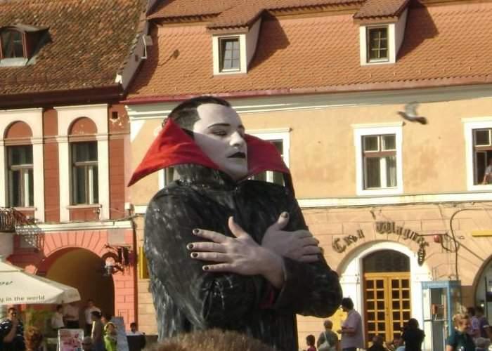 Tot mai mulţi turişti străini reclamă la poliţie că au fost muşcaţi de Dracula