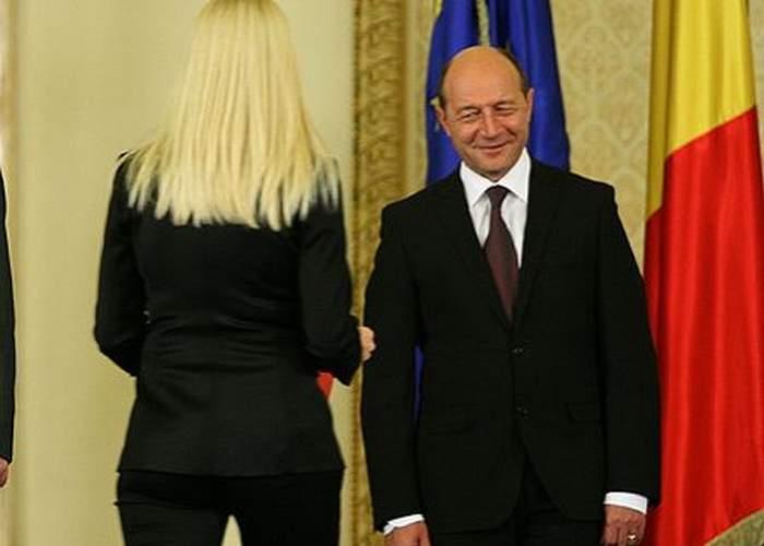Un țăran a găsit pe câmp prezervativele folosite de Băsescu cu Udrea – #Băseleaks