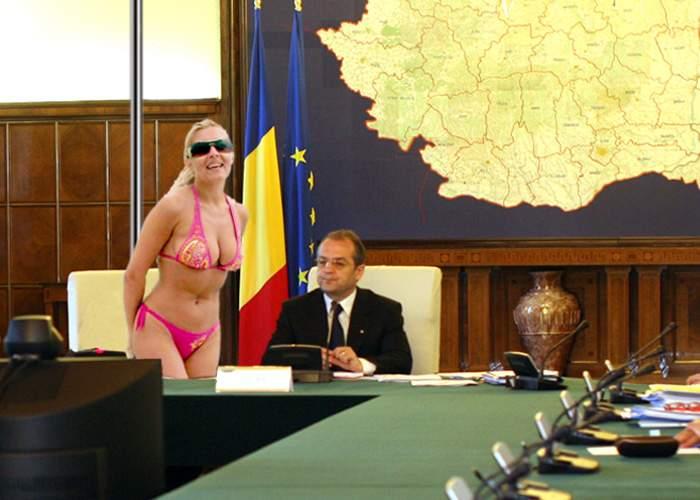 Elena Udrea a convocat un videochat erotic cu prefecţii privind situaţia din ţară