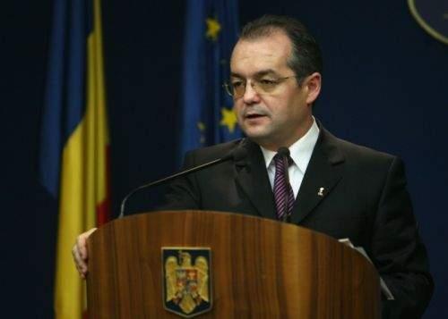 """Emil Boc: """"Românii sunt obligaţi să le dea colindătorilor codul numeric personal"""""""
