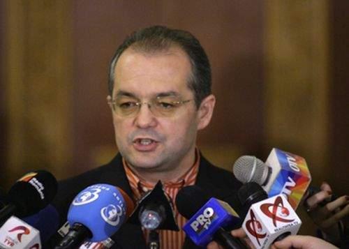Boc avertizează: Marea majoritatea a românilor sunt dependenţi de hrană