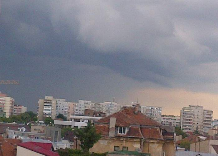 Facebook a mai alocat 800 de servere pentru România, să poată susţine pozele cu furtuna de diseară