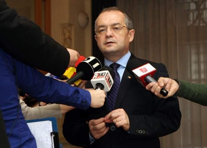 Emil Boc: În 2012, bugetarii vor avea liber între Revelion şi Crăciun