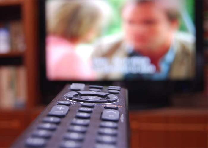 Fraudă imensă! Milioane de români, păcăliţi că ar putea vedea ceva interesant la televizor!