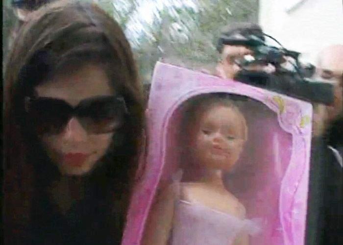 Irinel i-a dat Monicăi o păpușă în loc de copil