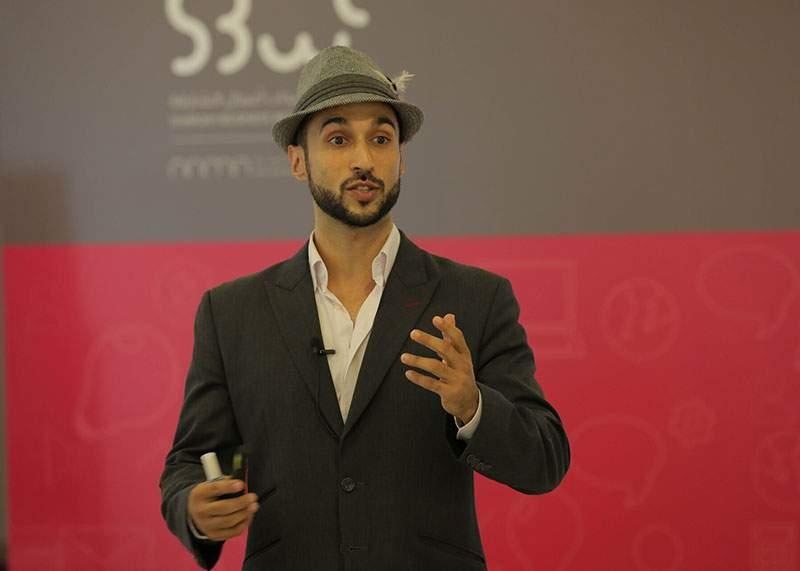 Un speaker motivaţional şi-a convins părinţii să-i mai trimită 100 de euro pentru chirie