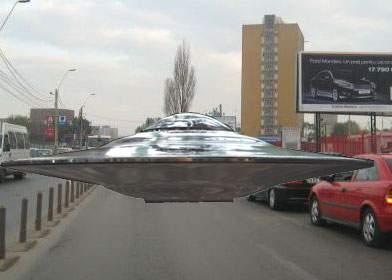 Mai multe obiecte zburătoare neidentificate, blocate în trafic deasupra Bucureştiului