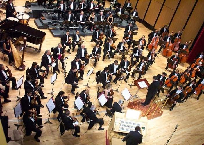 Studiu: Orchestra a fost inventată de cocalarii medievali care voiau muzică cu de toate