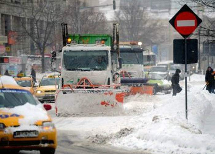 Primarul Oprescu promite că iarna viitoare va apela la firme de înzăpezire