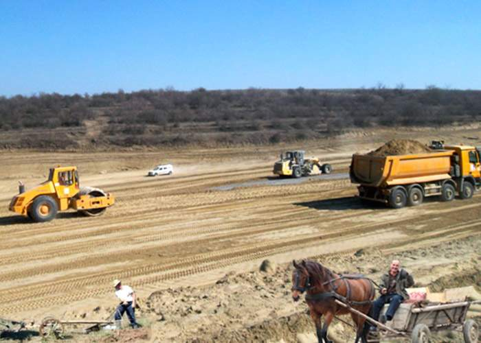 Regii asfaltului spun că nu pot termina autostrăzile deoarece nu există drumuri până la ele