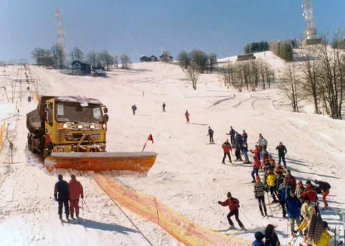 Boc: S-a acţionat cu utilaje pentru a curăţa de zăpadă toate pârtiile de schi