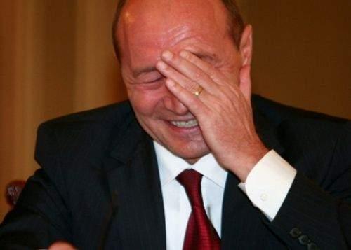Fuziune UNPR-PMP. Băsescu a băut câte un pahar de şampanie cu fiecare din cei 2500 de delegaţi