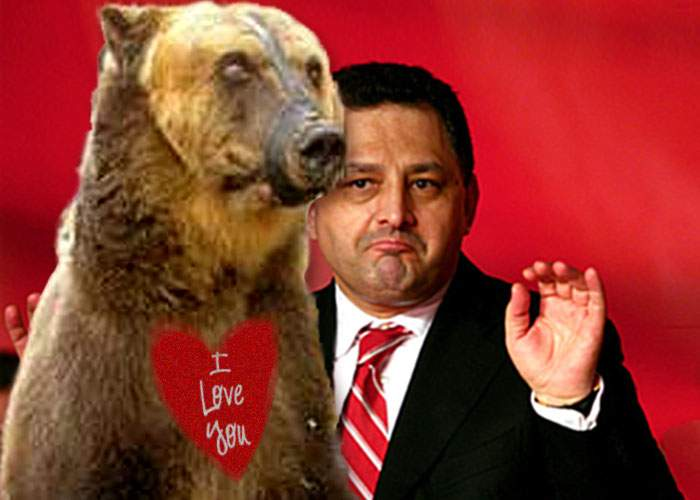 Vanghelie i-a adus Oanei Mizil de Valentine's Day un urs care dansează!
