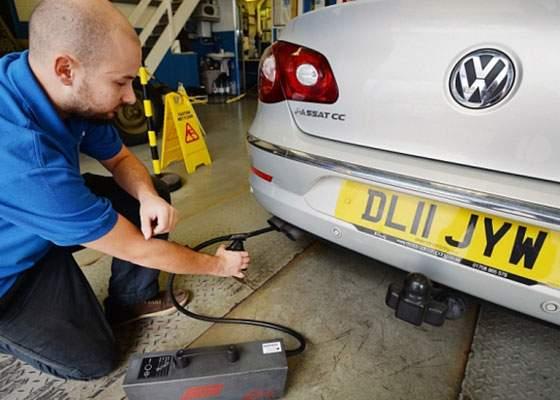 Despăgubiri în scandalul noxelor: Mergi cu Volkswagenul la service şi ţi se dă kilometrajul înapoi