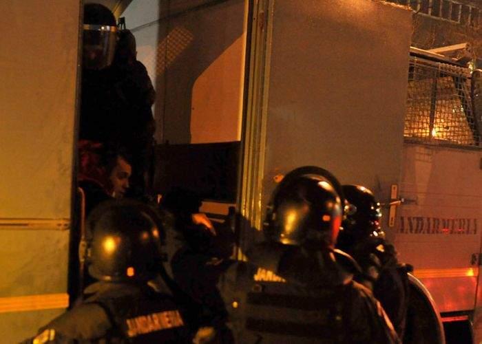 Manifestanții din Piața Universității pot opta pentru abonamente pe dubele Jandarmeriei