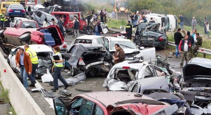Masacru pe autostradă! Unui român i s-a afişat întreţinerea în timp ce făcea live pe Facebook la volan
