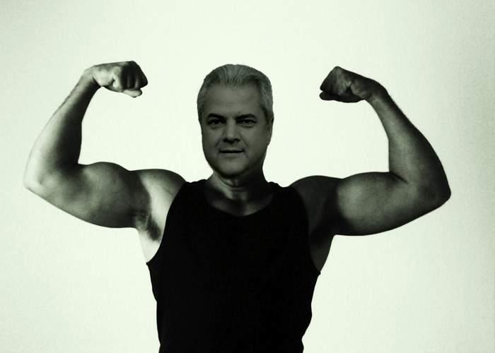 Îi prieşte în închisoare! Adrian Năstase are 98 la biceps!