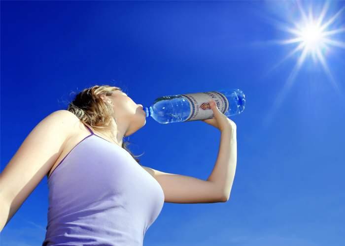 Ateii sunt fericiţi! A apărut Agheasma Zero: Acelaşi gust de apă, zero sfinţenie