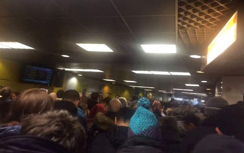 Haos la metrou după ce un gras a rămas blocat în tunelul dintre Unirii 1 şi Unirii 2