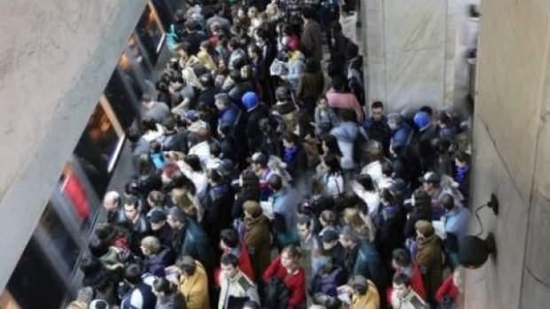 Cod roșu la metroul din Pipera pentru orele 17! Valul de corporatiști poate atinge 500 de metri