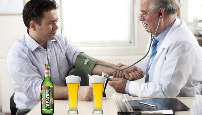 Reformă în sistemul medical. Românii, obligaţi să meargă periodic la medic, să bea o bere şi cu el