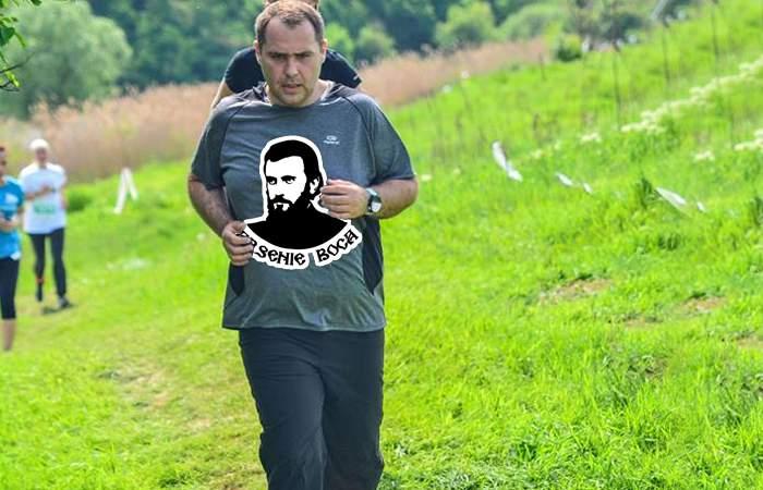 Alergător isteț! Și-a pus tricou cu Arsenie Boca și nu mai transpiră, ci doar îi lăcrimează tricoul