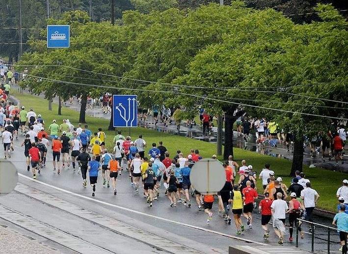 Azi e ziua aia, în care Facebook-ul se umple cu poze de maraton. 10 mesaje de transmis alergătorilor