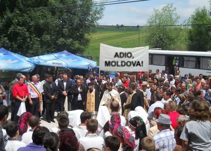 Există şi buzoieni fericiţi! O alunecare de teren a scos un sat din Moldova şi l-a dus în Prahova!
