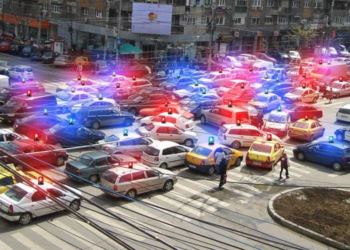 """Firea începe revoluția în trafic: """"Toți șoferii vor primi sirenă și girofar, ca să aibă toți deodată prioritate"""""""