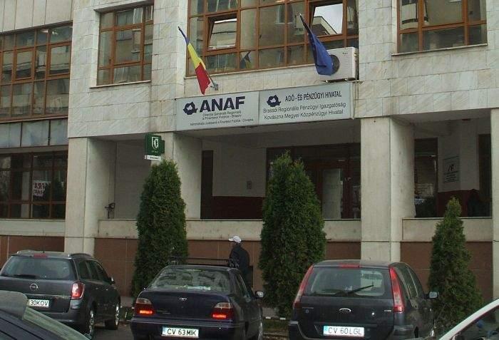 """Exemplu de multiculturalism! La ghişeul ANAF din Covasna scrie """"M*ie contribuabililor"""" în 20 de limbi"""