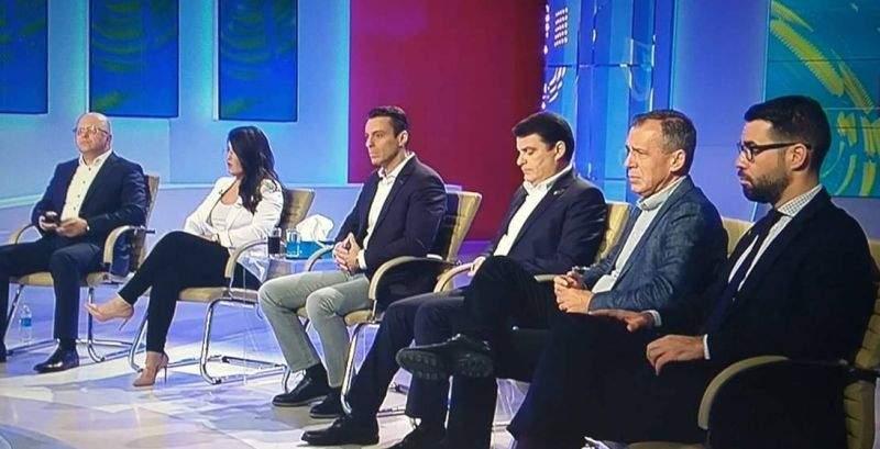 Depresie la Antena 3! Mircea Badea n-a pupat niciun cur aseară, că toți ai lui au pierdut