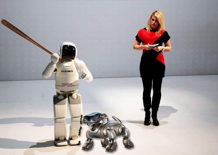 Robotul japonez ASIMO a fost muşcat de câinele-robot românesc, la o expoziţie internaţională