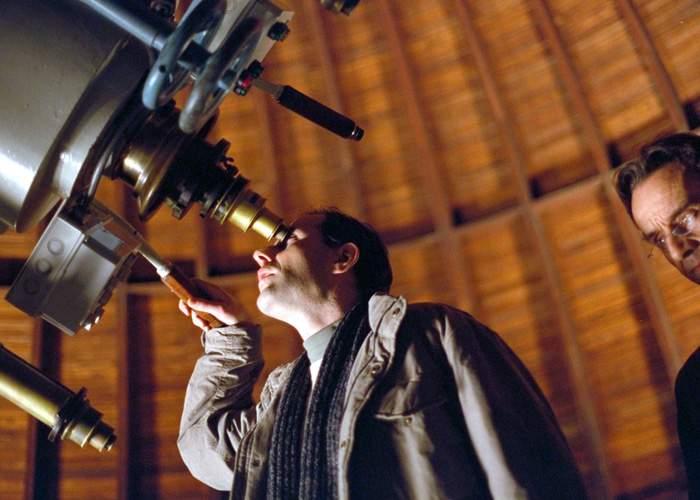 Astronomii români susţin că asteroidul care se tot apropie de Terra vine probabil la furat