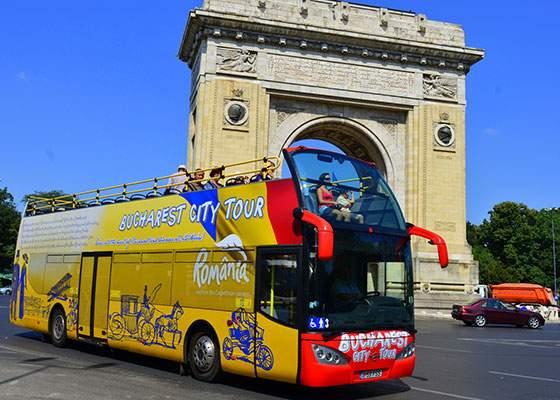 Trăieşte Bucureştiul autentic! În autobuzul turistic vor fi băgaţi pensionari cu care trebuie să te cerţi pe locuri