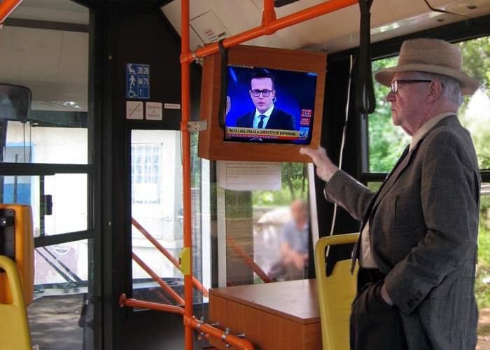 Pensionarii vor telecomenzi pentru televizoarele din autobuze, să poată da pe Antena3