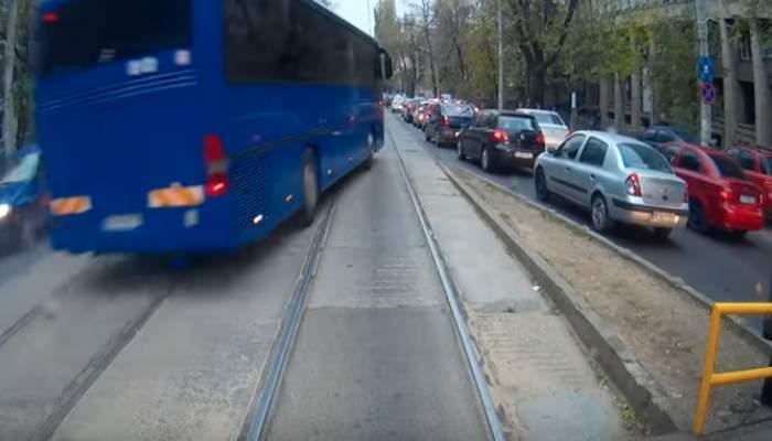 Jandarmeria protestează: Primăria a pus garduri pe linia tramvaiului 21 şi nu mai putem să intrăm cu autocarele!