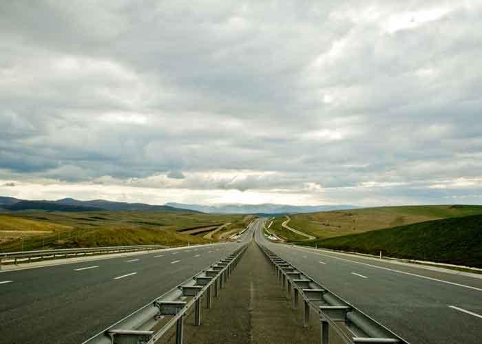 Autostrada Bucureşti-Ploieşti nu a fost finalizată pentru că nu sunt gata gropile